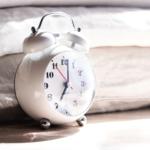 睡眠時間はどうやって増やす?睡眠を改善するための日中の過ごし方&週末の睡眠のポイント